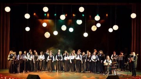 Espectacular serenata de la Tuna UIS en homenaje a los Padres en su mes