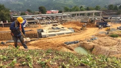 Inició construcción de estructura escalonada para conducción de las aguas lluvias del Portal Norte