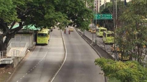 Metrolínea ajustará su operación este domingo por obras del tercer carril en la paralela