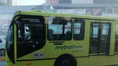 Metrolínea aclara lo sucedido con padrón que botó humareda en la autopista