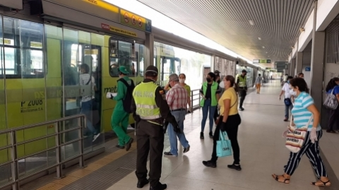 Metrolínea mejora frecuencias en hora pico para prevenir el Covid-19